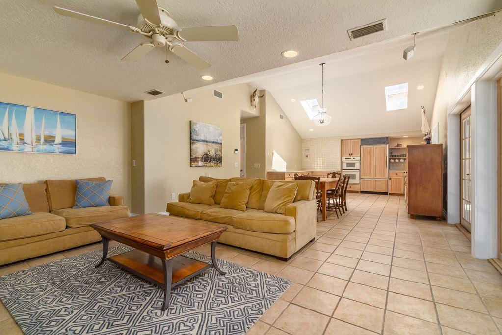 Cottage: Livingroom