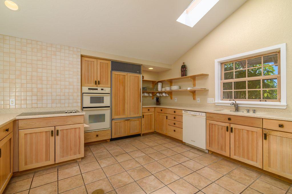 Cottage: Kitchen