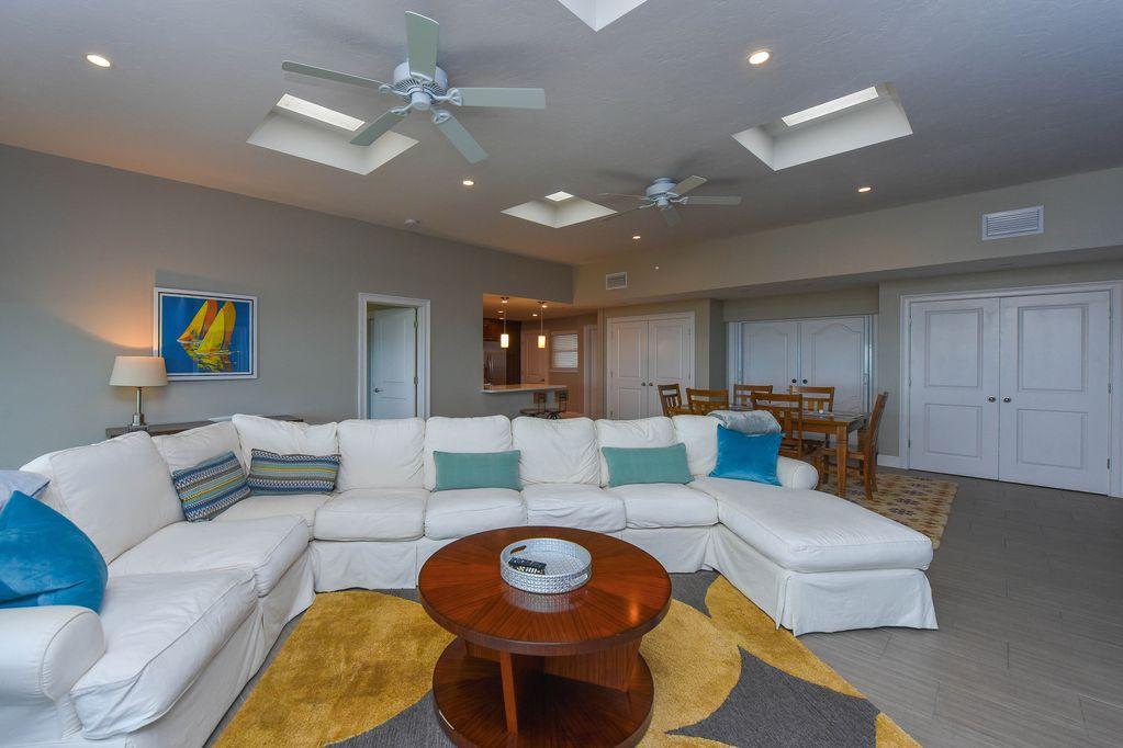 Penthouse: Livingroom